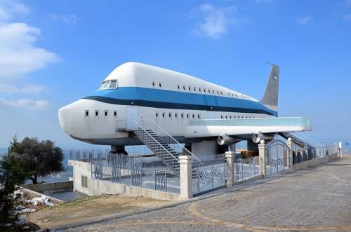 The house designed to look like a plane was built in the 1970's. The owners currently live in Australia (MEE/ Chloe Domat) Chloé Domat's picture